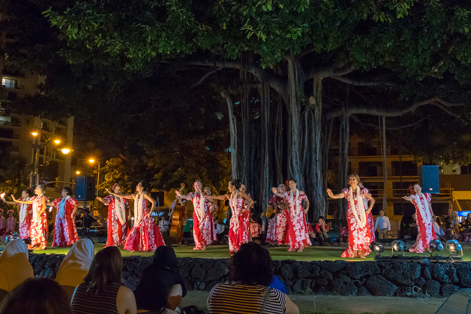 Spectacle de hula waikiki hawaii